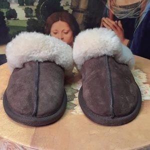 Uggs slippers suede
